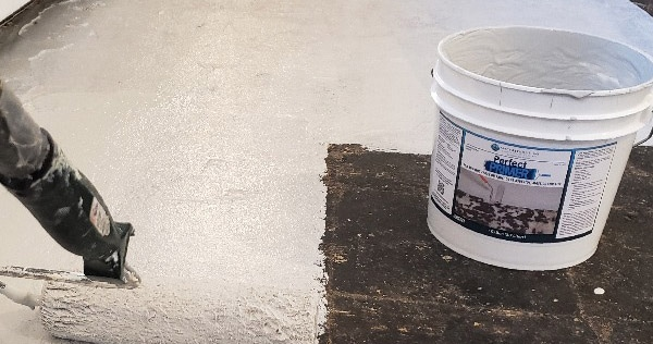 Can Asbestos Black Mastic Be Safely Removed?